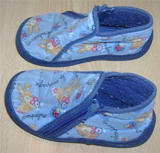 chaussons bleus pointure 24.jpg