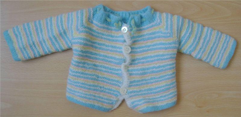 Jolie brassière naissance à rayures bleues roses jaunes et blanches dans Affaires bébés et enfants brassirenaissancerayuresbleuesrosesjaunesetblanches