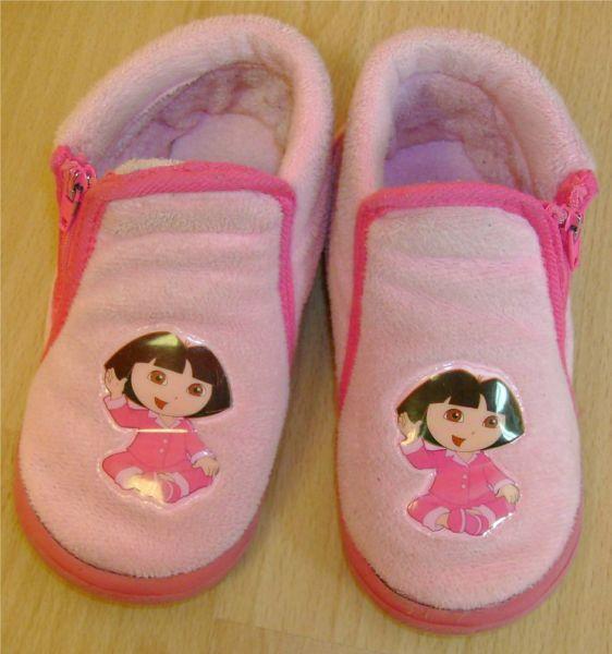 chaussons Dora pointure 26.jpg