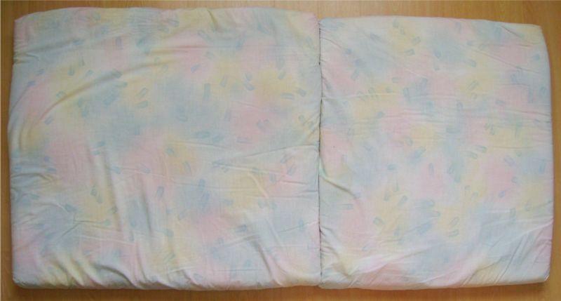 Matelas avec housse de couleur pour lit pliant.jpg