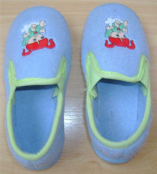 chaussons bleus pointure 26.jpg