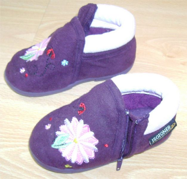 Chaussons violets Isotoner Pointure 20 Etat neuf.jpg