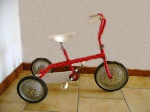 Tricycle rouge mixte en métal  dans 2 ans Velo-rouge-300x225