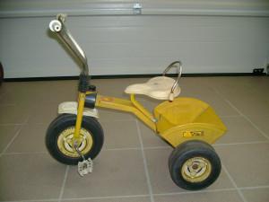 Tricycle mixte jaune en métal  avec une benne  dans 18 mois V%C3%A9lo-jaune-%C3%A0-benne-300x225