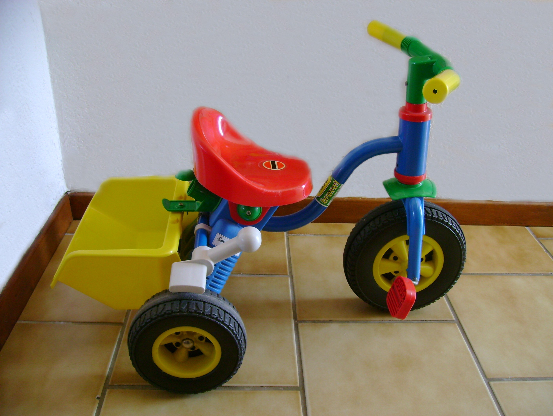 Boutique baby » tricycle bleu avec benne jaune tbe
